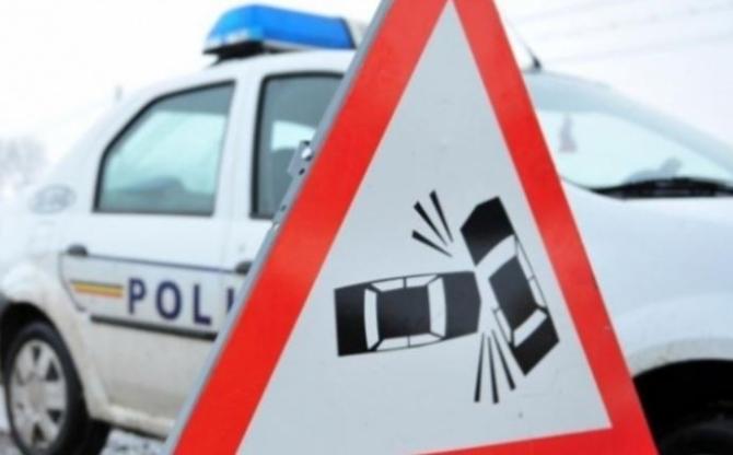 Tânără româncă, de 19 ani care conducea o motocicletă, rănită grav într-un accident în Timș