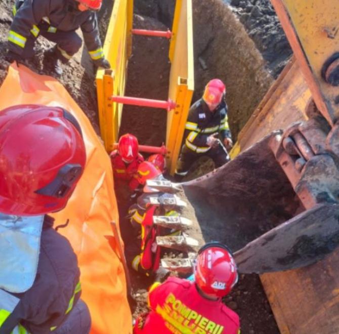 Un muncitor, care lucra la o canalizare, și-a pierdut viața. Bărbatul a fost înghițit de un mal de pământ, în județul Maramureș